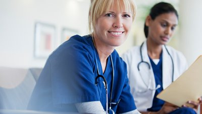 A nurse uses CoxHealth's express login to access patient information.